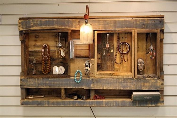 DIY Pallet Shelf for Wall Decor