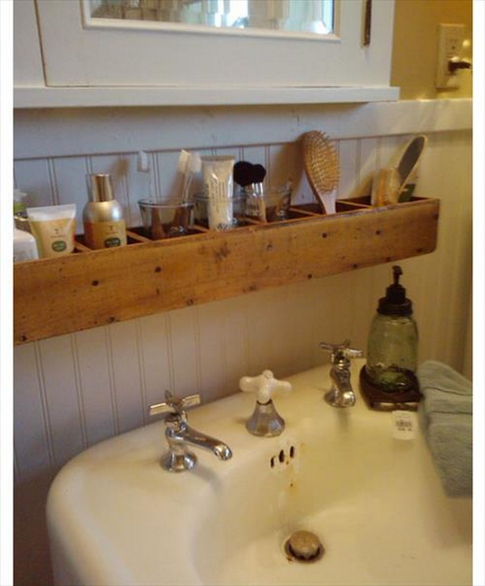 ... Pallet Bathroom Shelf ...