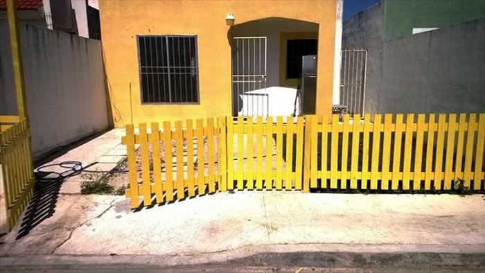 Pallet Home Fence