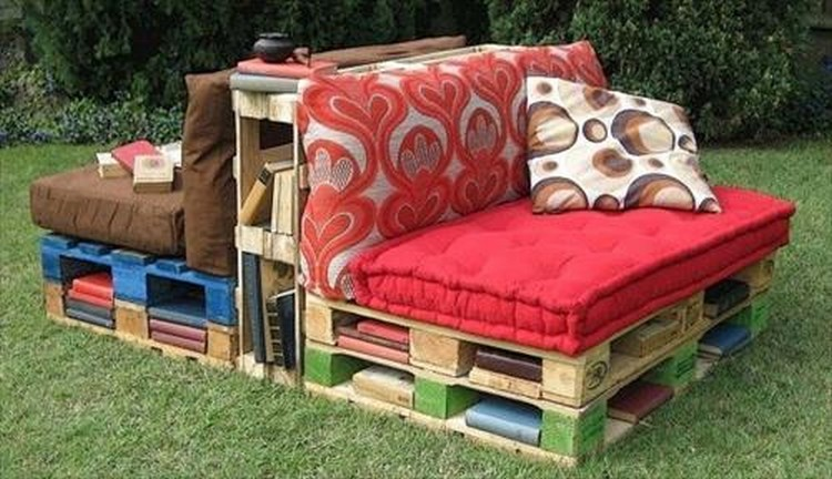 Pallet Outdoor Sofa Idea