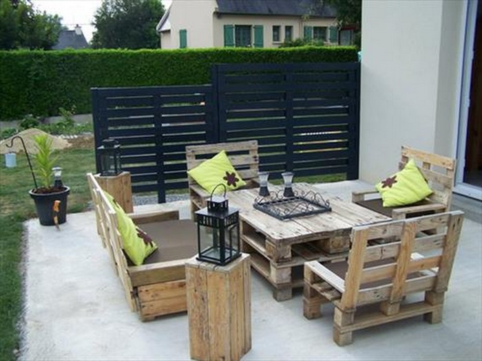 Pallet Projects with Fence