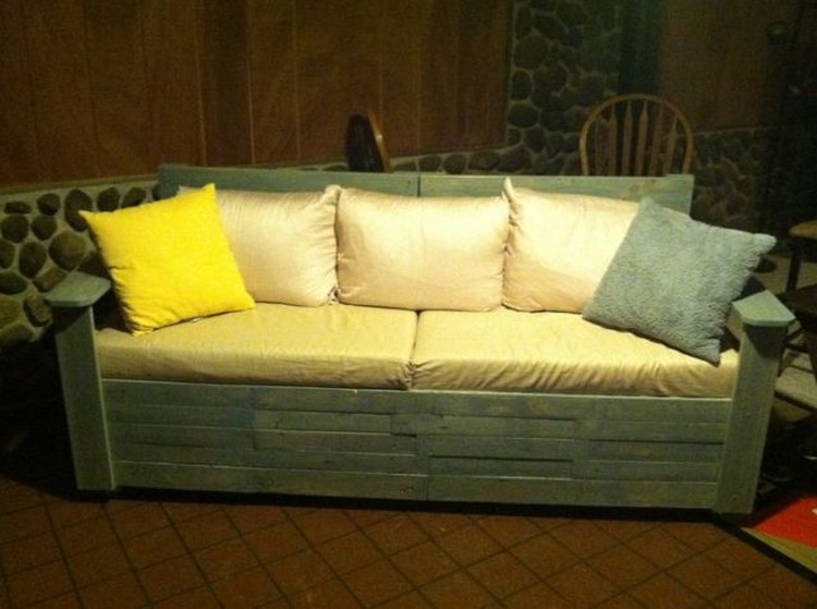 Couch Made Out Of Wood Pallets Pallet Wood Projects