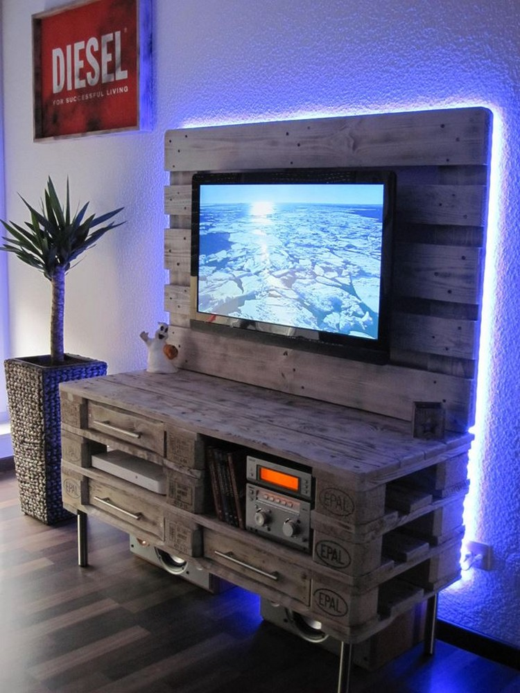 Recycled pallet tv stand plans pallet wood projects for Meuble patio palette
