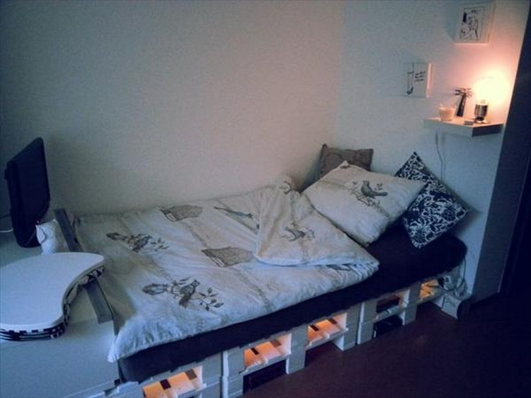 Wooden pallet bed with lights pallet wood projects for Pallet bed frame with lights