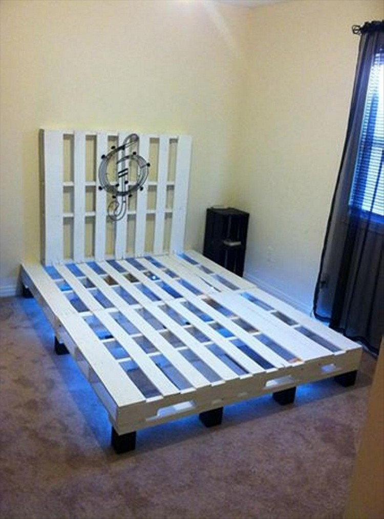 Wooden pallet bed with lights pallet wood projects for Pallet furniture projects