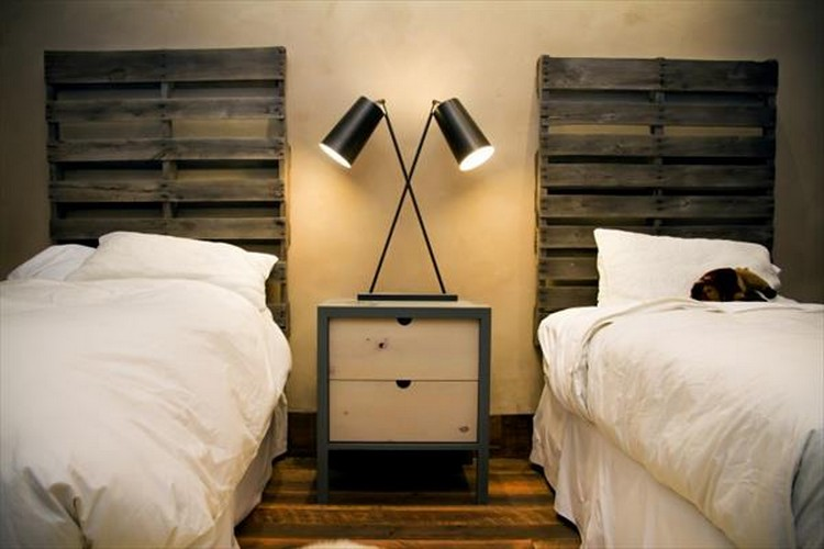 diy upcycled pallet headboard ideas pallet wood projects. Black Bedroom Furniture Sets. Home Design Ideas