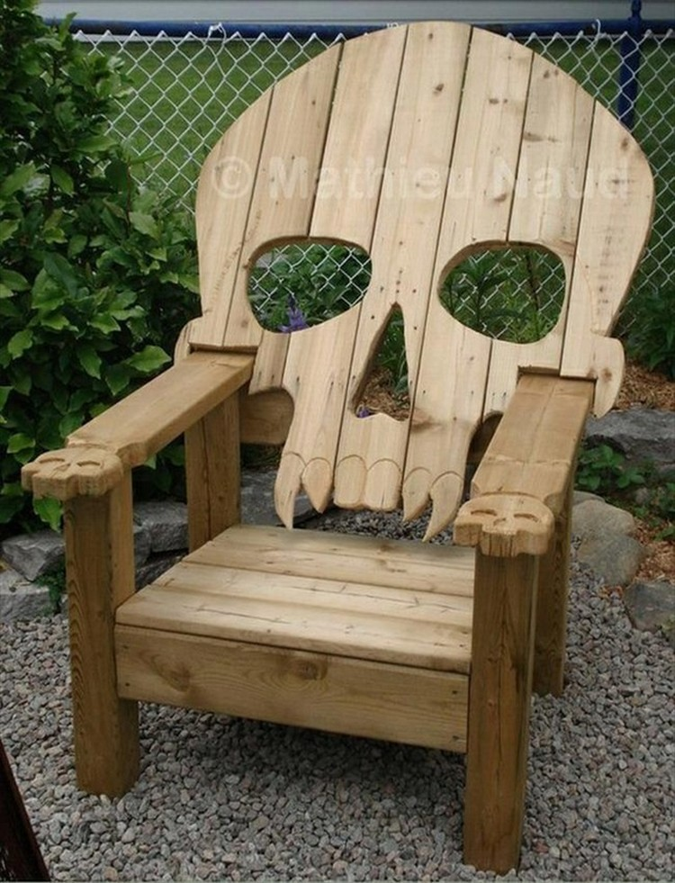 Reclaimed pallet adirondack chairs pallet wood projects for Pallet furniture designs