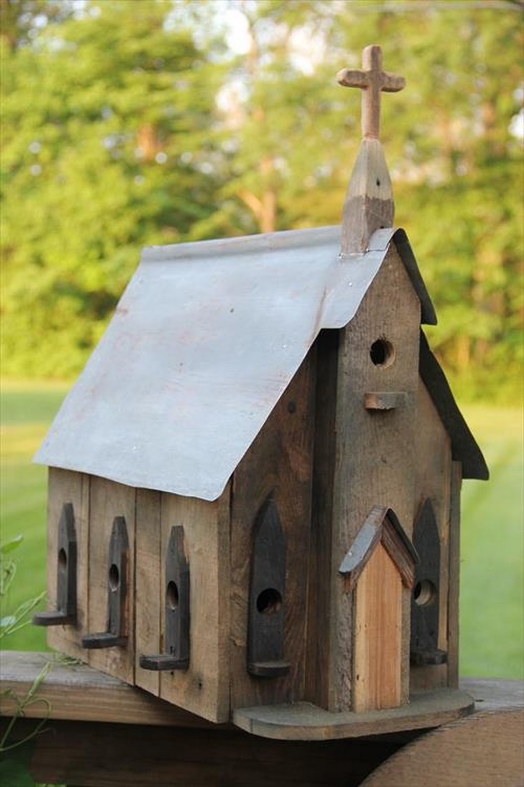 Pallet wood birdhouse plans pallet wood projects for Best birdhouse designs
