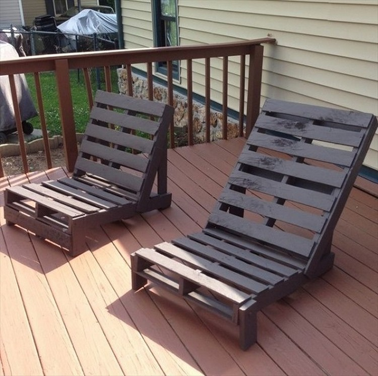 DIY Pallet Lounge Chairs