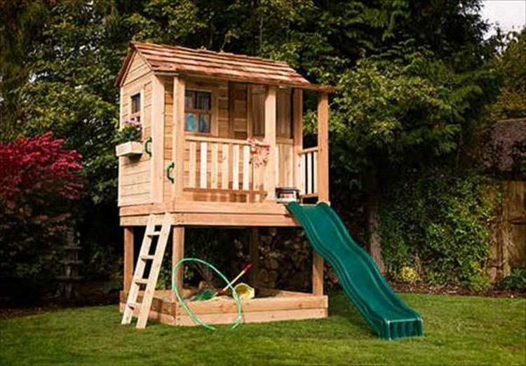 Diy pallet kids playhouse projects pallet wood projects for Wooden playhouse designs