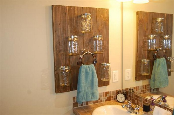 DIY Pallet Towel Rack