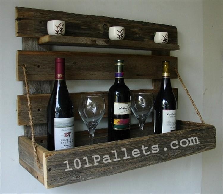 DIY Rustic Pallet Wine Rack