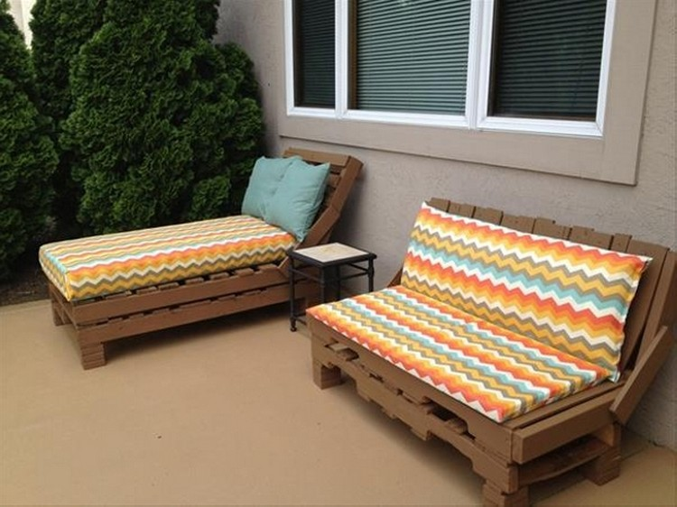 Daybed made out of wood pallets pallet projects