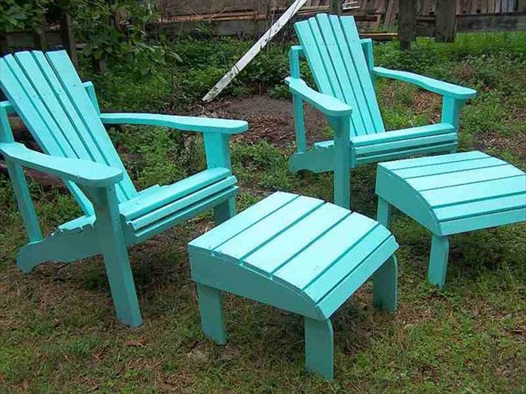Painted Pallet Adirondack Chairs with Table