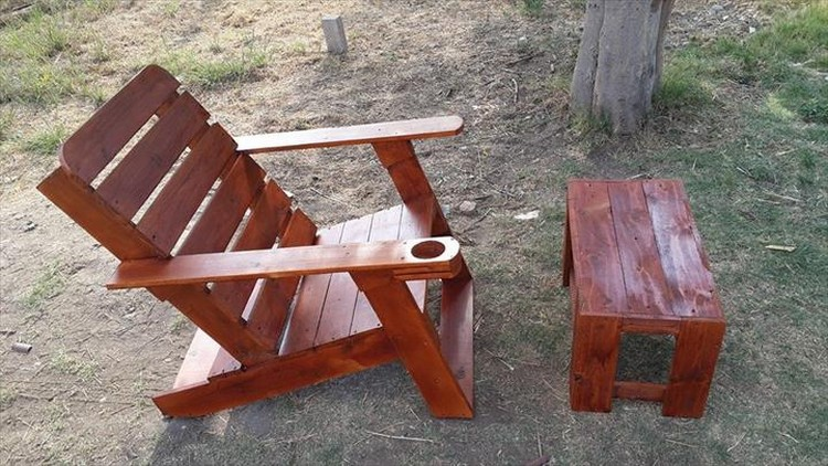 Pallet Adirondack Chair with Small Table