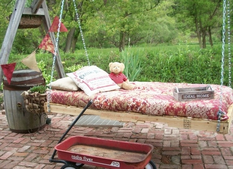 Pallet Bed Swing