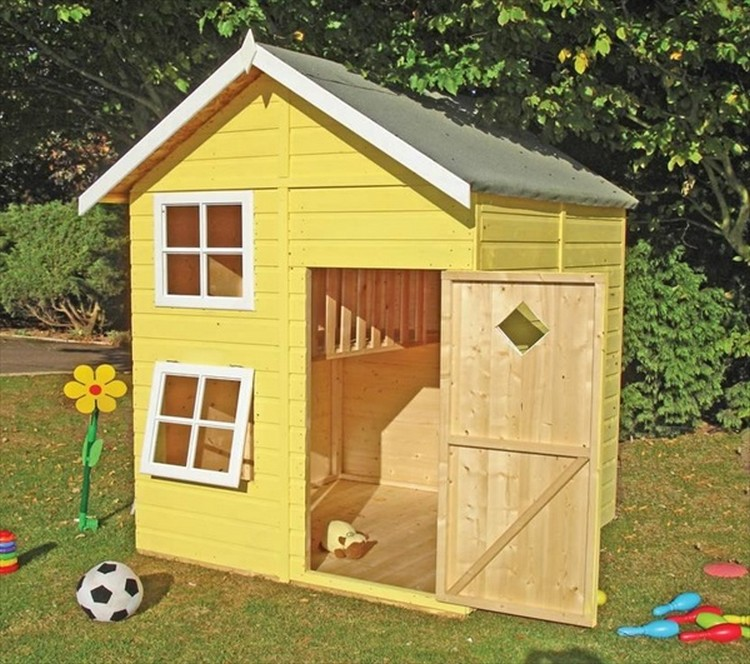 Diy pallet kids playhouse projects pallet wood projects for How to make a playhouse out of wood