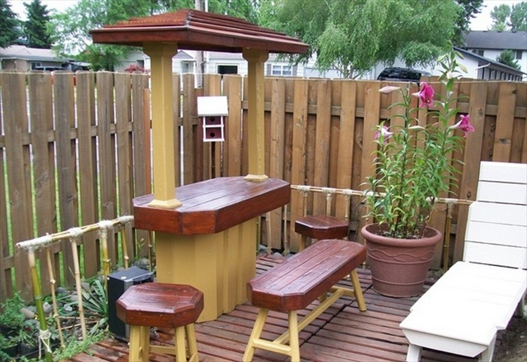 Diy pallet patio decks with furniture pallet wood projects for Patio furniture designs plans