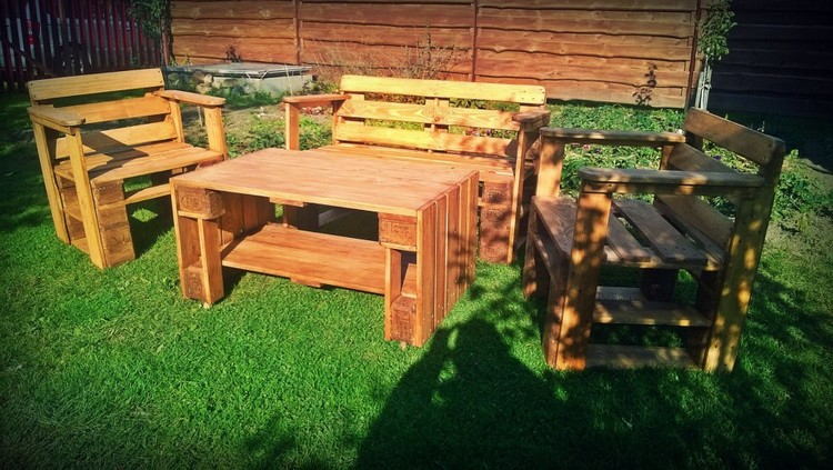 DIY Pallet Garden Furniture Plans