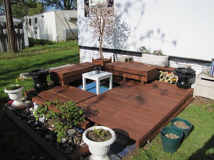 ... Pallet Patio Deck With Furniture ...