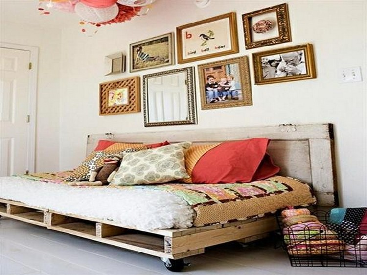 Pallet Wood Daybed