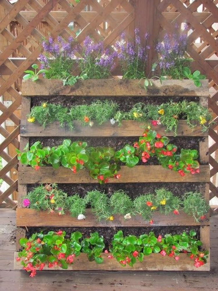 Diy pallet vertical garden projects pallet wood projects for Gardening using pallets
