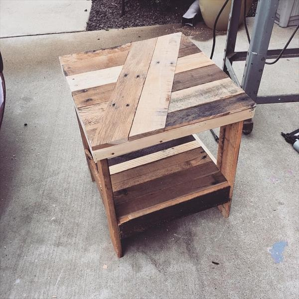 Diy pallet end table plans pallet wood projects for Pallet end table