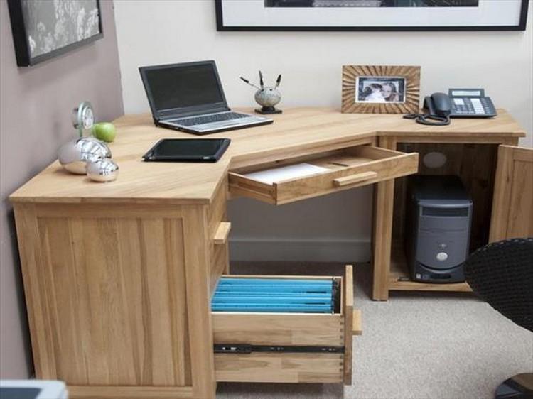 Corner Pallet Computer Desk