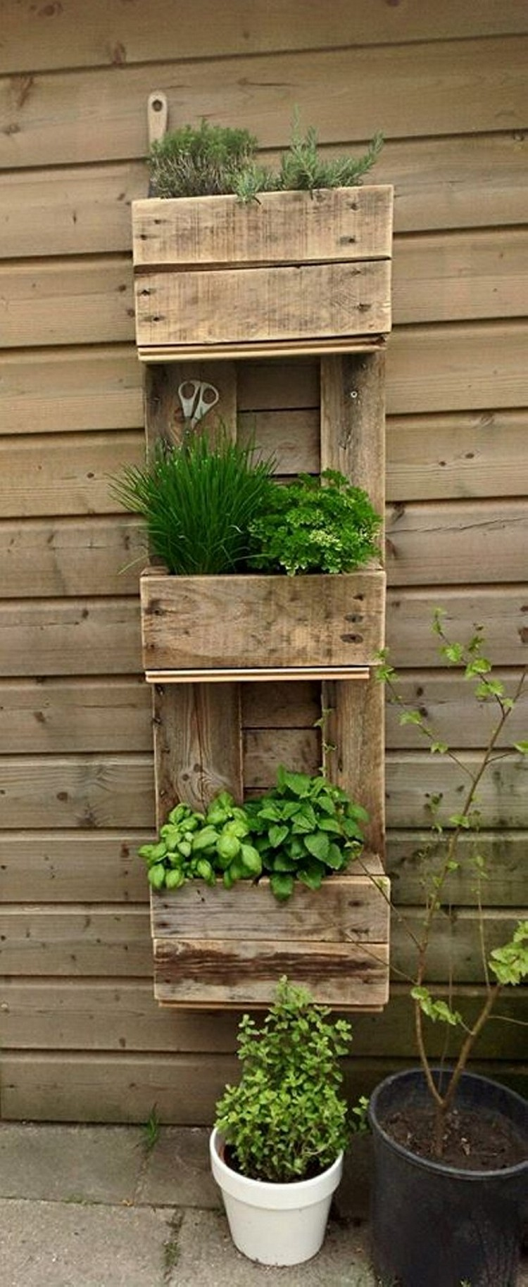 Pallet wood home decor ideas pallet wood projects - Deco jardin palette ...