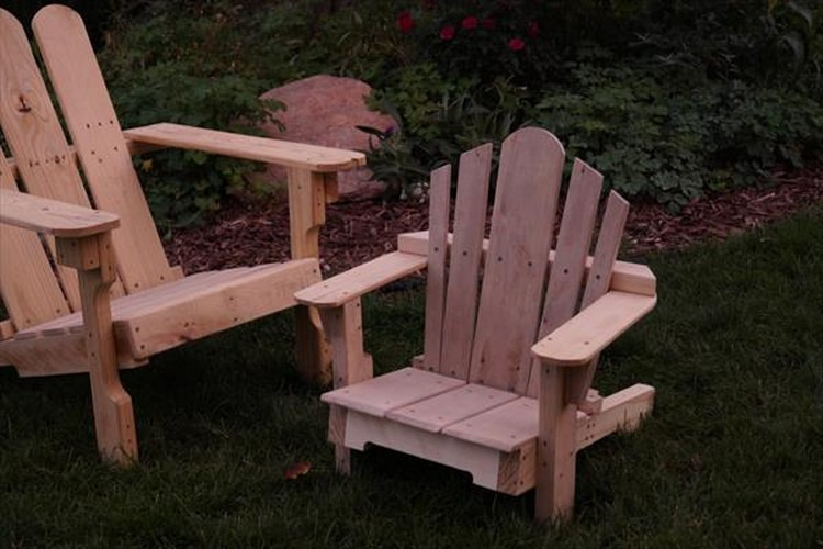 Pallet Adirondack Kids Chair