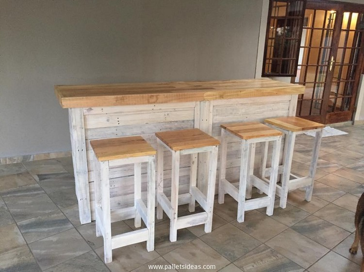 Pallet Bar Counter With Stools