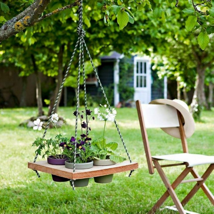 Pallet Garden Swing Decor
