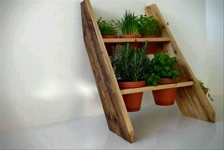 Decorate your home with pallets pallet wood projects for Wooden art home decorations