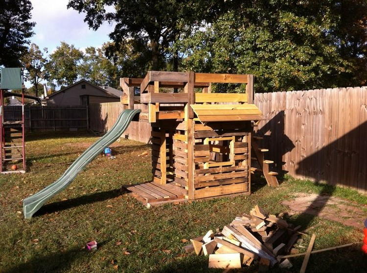 Pallet Kids Playhouse Plans