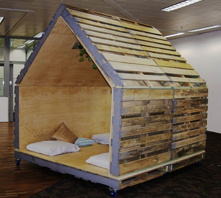 Kids Playhouse from Wooden Pallets | Pallet Wood Projects