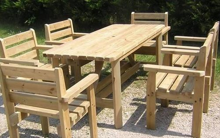 Pallet Outdoor Dining Set