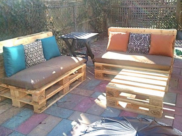 Patio furniture made out of pallets pallet wood projects for Outdoor deck furniture ideas