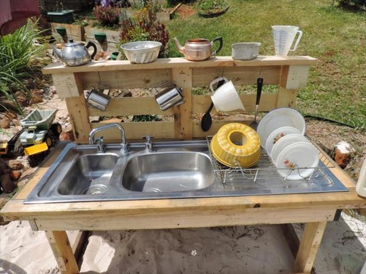 Recycled pallet wood outdoor kitchen pallet wood projects for Pallet kitchen ideas