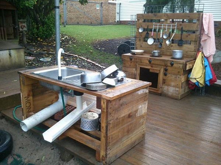 Recycled pallet wood outdoor kitchen pallet wood projects for Outdoor wood projects ideas