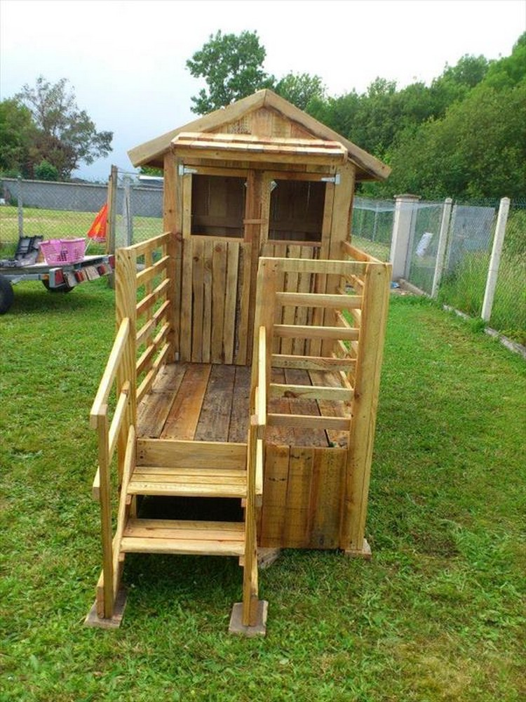 Kids playhouse from wooden pallets pallet wood projects for How to make a playhouse out of wood