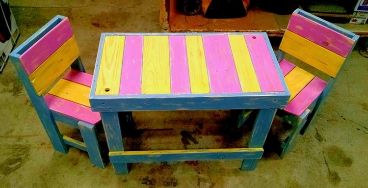 Pallet Table with Chairs for Kids