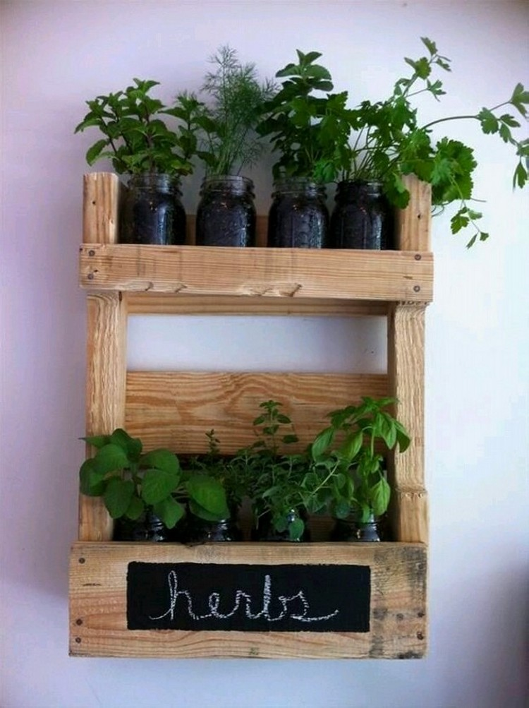 Pallet wood home decor ideas pallet wood projects for Wooden garden decorations