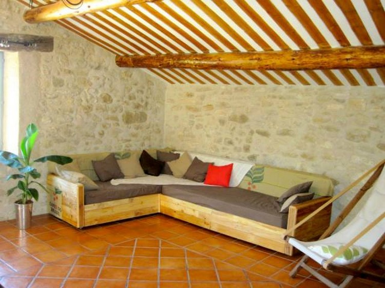 Pallet corner sofa plans pallet wood projects for Living room furniture made out of pallets