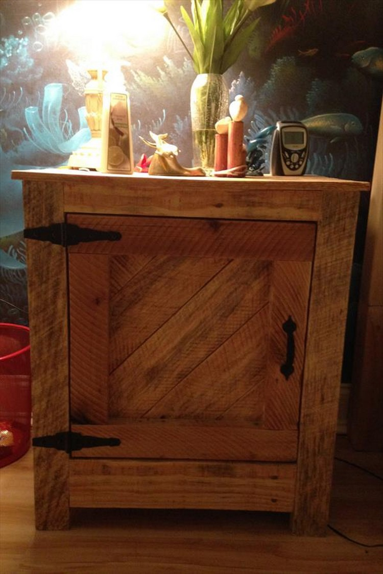 Pallet wood nightstand ideas pallet wood projects for Nightstand ideas