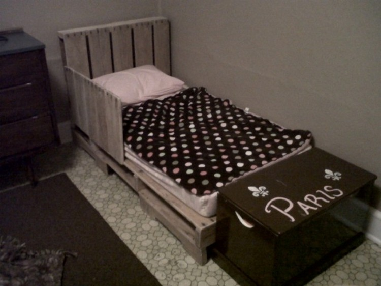 Recycled Pallet Kids Bed