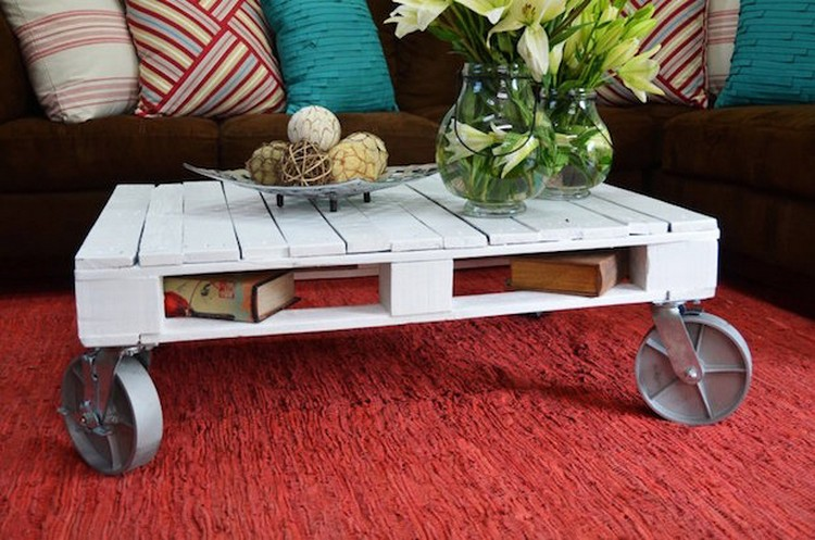 White Pallet Coffee Table On Wheels