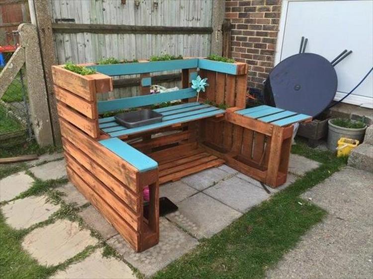 Wooden Pallet Outdoor Kitchen