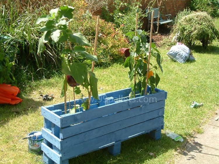 Planter Boxes Made from Wooden Pallets | Pallet Wood Projects