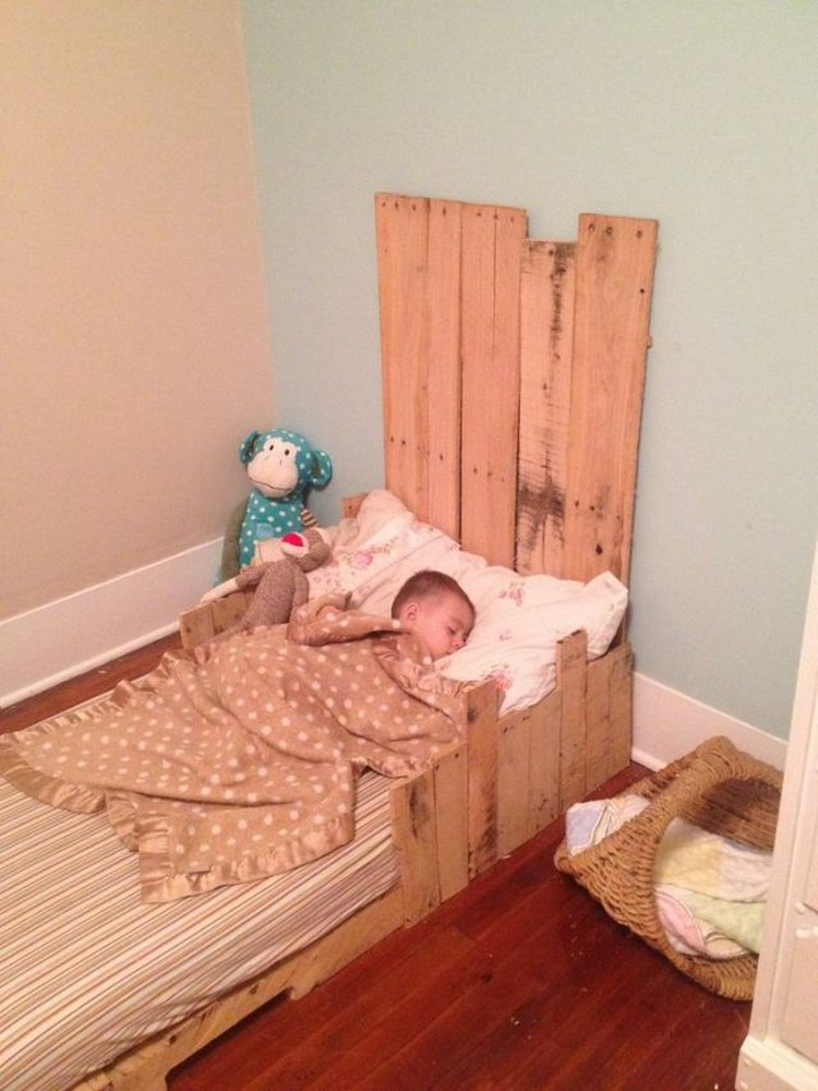 Toddlers Beds Made From Wooden Pallets Pallet Wood Projects
