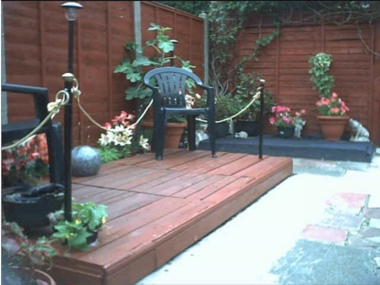 Garden Deck with Wooden Pallets